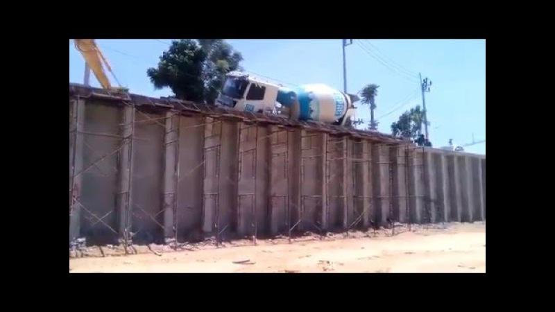 Camion Hormigonera y grua fail viral