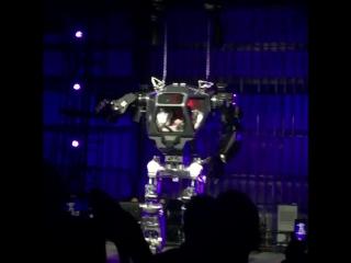 Глава Amazon Джефф Безос испытал четырехметрового человекоподобного робота Method-2 (VHS Video)