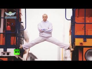 Белорус повторил знаменитый шпагат Ван Дама