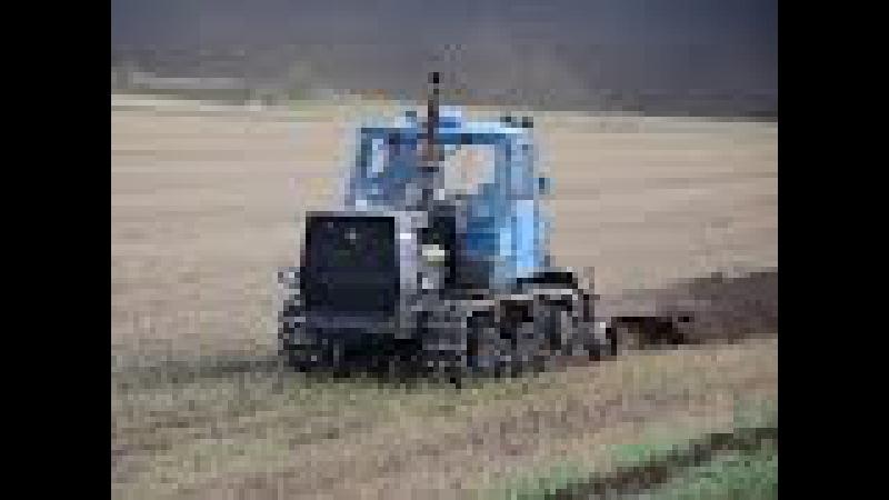 Трактор T-150 с плугом HTZ T-150 plowing