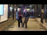 Танцуют свинг внукам на зависть (=