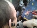 наплавление клемм аккумулятора с помощью графитового стержня