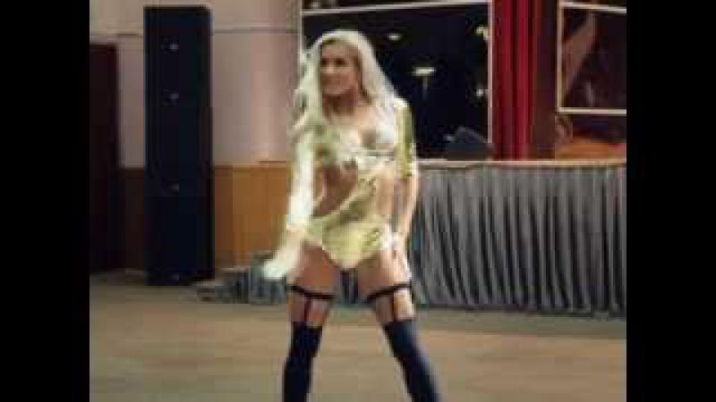 Russian girl cool dancing go-go. Русская девушка классно танцует ГОУ-ГОУ.