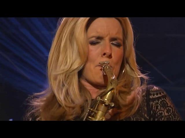 Бесподобная нидерландская саксофонистка и певица Кэнди Далфер.