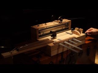 Музыкальный инструмент на котором создают музыку для ужастиков (VHS Video)