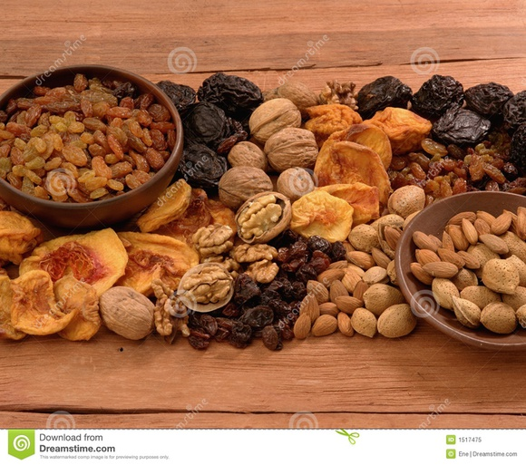 Какие орехи и сухофрукты можно