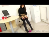 Брюнетка с могучей жопой в черных колготах и узкой юбке. Charlotte Springer(Charley S)