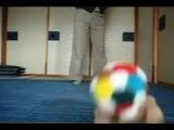 какой милый зайка с мячиком