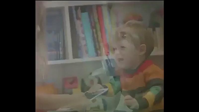 Электронный гаджет - первая игрушка современного ребёнка.