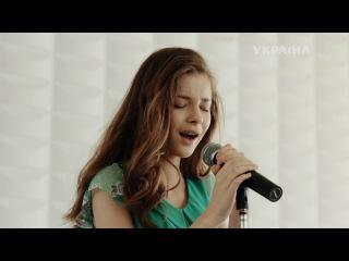 Наташа Кречет поет песню