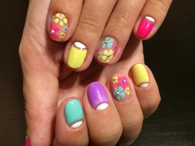 Яркий летний дизайн ногтей Гель лак Цветы. bright summer colors gel nail design nail polish