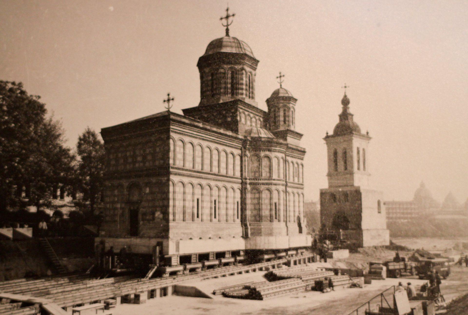Бухарест социалистический: как в Румынии передвигали церкви.