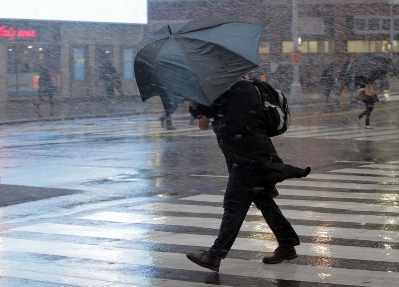 МЧС по Крыму предупреждает о сильном дожде и ветре в последние дни октября