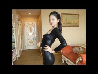 激かわ美少女 美麗チャン 黒色の胸の谷間で魅せるキャットスーツでモンローウォーク
