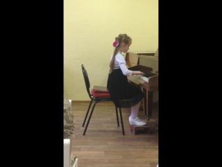 Племянница Настя учится играть
