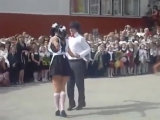 Танец на выпускном в Украине взорвал интернет!. Смотреть смешное видео