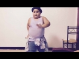 7-летний малыш забавно танцует под Ed Sheerans - Shape Of You