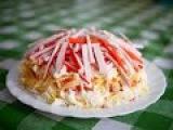Слоеный салат из крабовых палочек. Очень быстро и вкусно