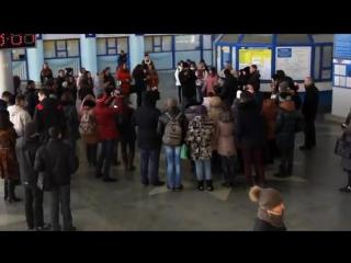 Песенный флешмоб. Луганск. На безымянной высоте. Ролик №2