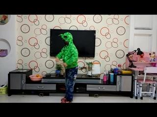 Милые дети!https://www.aliexpress.com/item/new-arrive-boy-outwear-spider-man-spring-2015-new-cartoon-baby-long-sleeve-hooded-zip