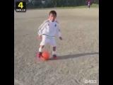 Никто из Вас не отберет мяч у этого малыша  😱👏