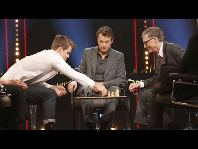 Bill Gates gets interviewed and plays chess against Magnus Carlsen | SVTNRKSkavlan