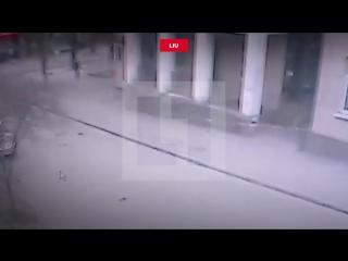 Опубликовано видео взрыва у школы в Ростове-на-Дону