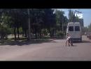 В Запорожье мужчину дважды переехала маршрутка, а он встал и пошел.
