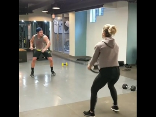 Эмили Бетт и Стивен Амелл на совместной тренировке