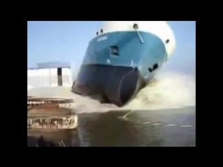 Как спускают на воду большие корабли.