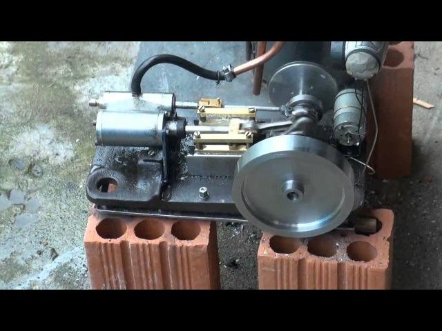 Motor a vapor com caldeira a lenha de fabricação caseira