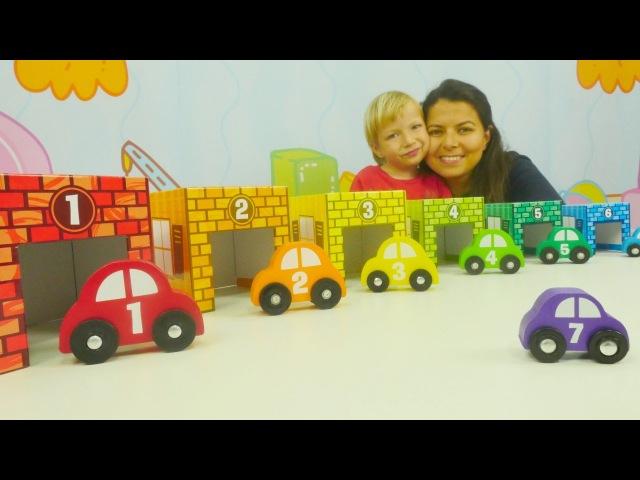 Eğiticivideo Aslı ve Ayaz arabaları garajlarına park ediyorlar. Renkler ve sayılar. bebekoyunları