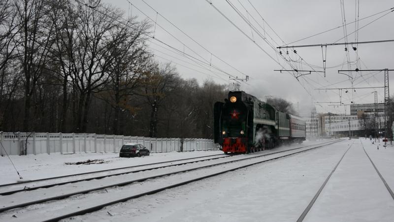 Железный генерал с туристическим поездом. Паровоз П36-0120 на перегоне Гражданская-Красный балтиец 13.11.2016.