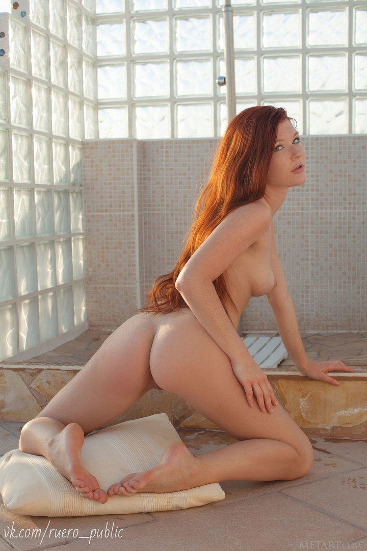Hot twerking ass on school yard