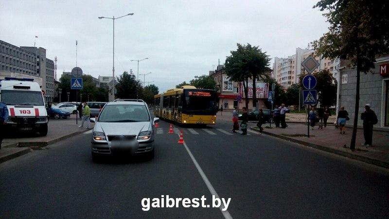 Барановичи: на пешеходном переходе совершен наезд на женщину с ребёнком