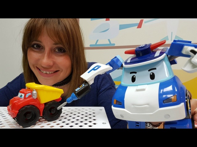 Eğiticivideo Selin oyuncak topluyor. Toplar, arabalar, mutfak aletleri. Kızerkekçocukları