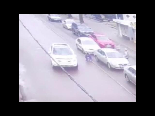 В Калининграде автомобиль сбил 13 летнюю лицеистку