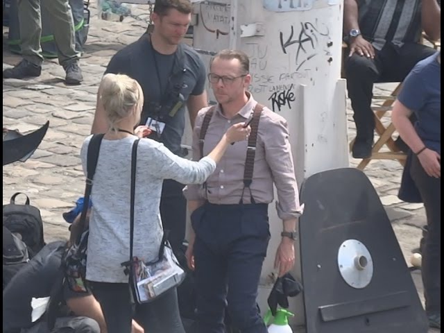 SIMON PEGG GETTING HIS HAIR BRUSHED BEFORE FILMING A SCENE FOR MISSION IMPOSSIBLE 6 2017.05.15