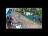 Водитель шлагбаумом отправил в нокаут   женщину в Красноярском крае