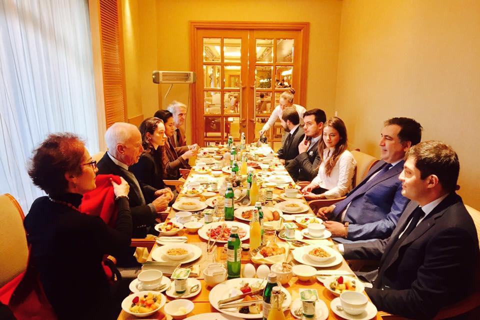 Дмитрий Наталуха засветился на встречи с известным американским сенатором Джоном Маккейном
