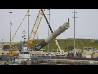 SpaceX Falcon 9 Rocket Goes Horizontal at Port Canaveral 4/18/2016