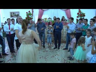 свадьба Заура-друзья жениха танцуют лезгинку.Самур 2016 г