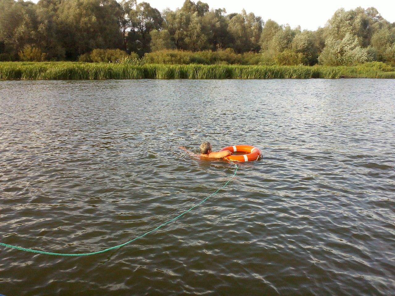 Донские спасатели спасли тонущего в реке мужчину