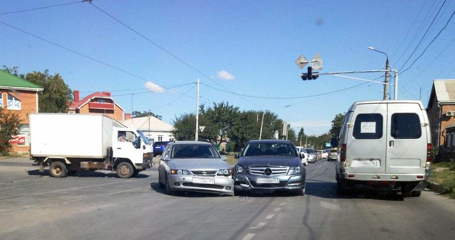 В Таганроге на пересечении Больничной и Большого проспекта произошло очередное ДТП