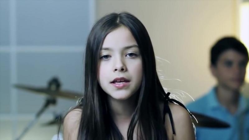 Девочка исполнила Хит 2012 года