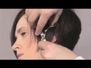 Стрижка градуированный боб с косой челкой