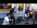 уличные музыканты на Невском в Питере