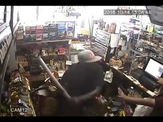 Грабитель вооруженный трубой попытался ограбить заправку