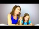 Мама и дочь пробуют детскую косметику