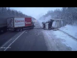 Лобовое столкновение на трассе «Пермь — Екатеринбург»